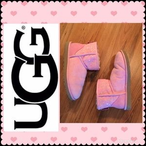 UGG W/ Classis Mini Lace NWB. Size 8